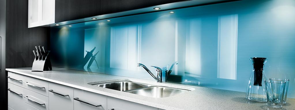 crédence de cuisine en plastique bleu