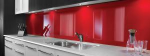 crédence de cuisine en plastique rouge