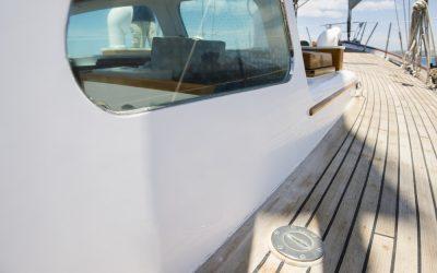 Remplacer une fenêtre de bateau