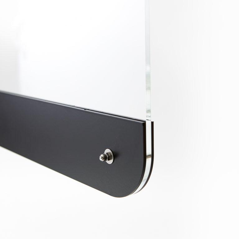 Ecran en plexiglass monte sur pied en acier