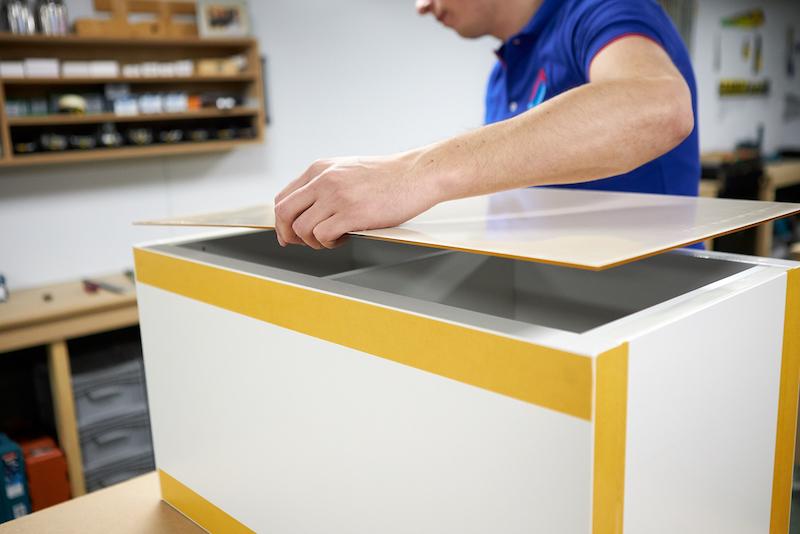 IKEA Kallax hack construire un socle en plexiglass fixez plaque plexiglass