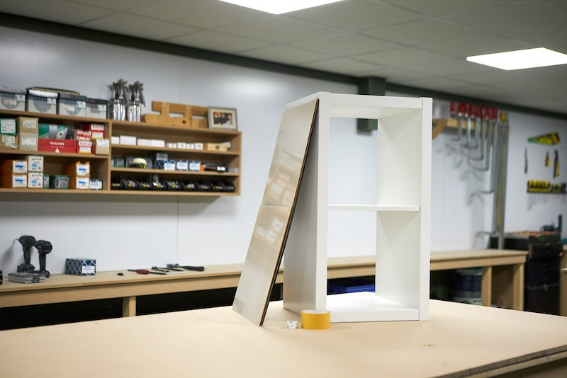 IKEA Kallax hack construire un socle en plexiglass fournitures