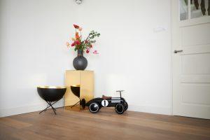 IKEA Kallax hack construire un socle en plexiglass resultat dans le salon