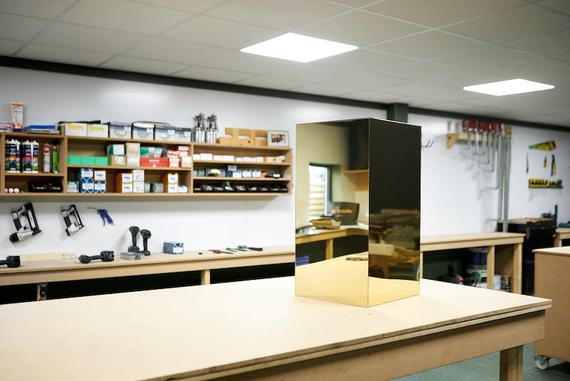 IKEA Kallax hack construire un socle en plexiglass resultat etabli