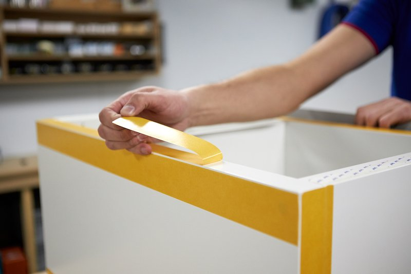 IKEA Kallax hack construire un socle en plexiglass ruban adhesif double face