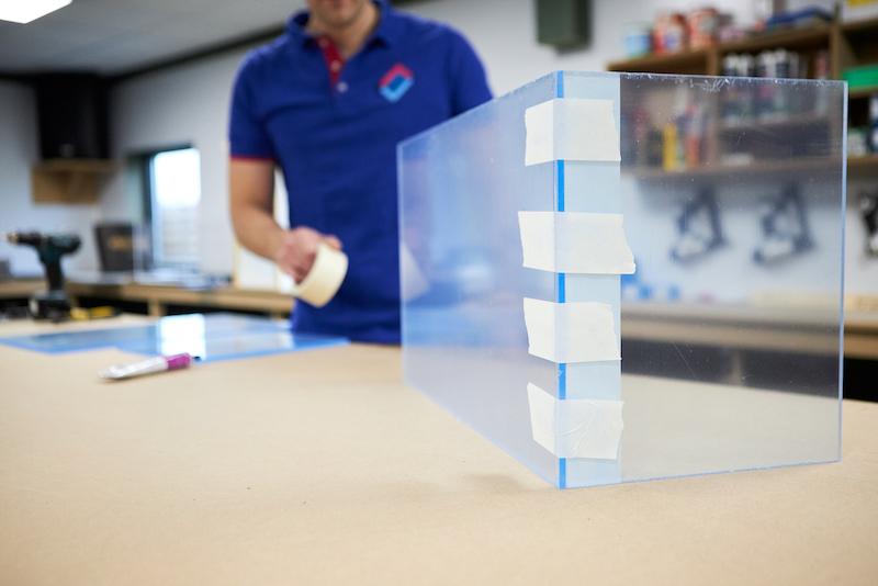 Fabriquer un terrarium fixez ruban adhesif