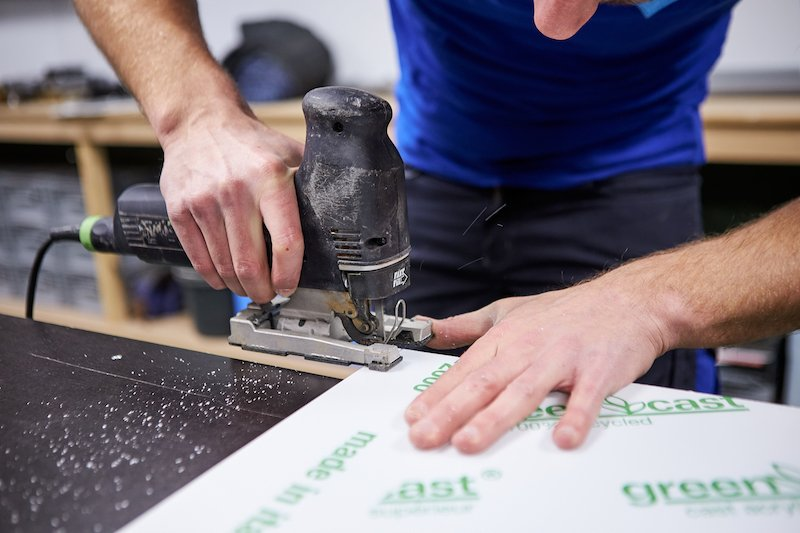 Fabriquer une table lumineuse couper du plexiglass