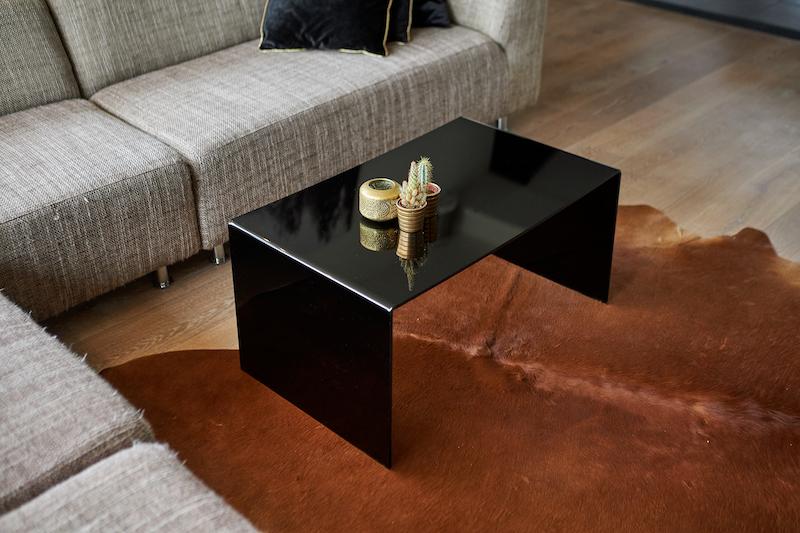 Réaliser votre propre table en plexiglas noir