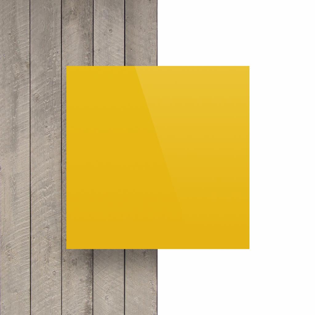 Plaque avec lettres jaune signalisation devant