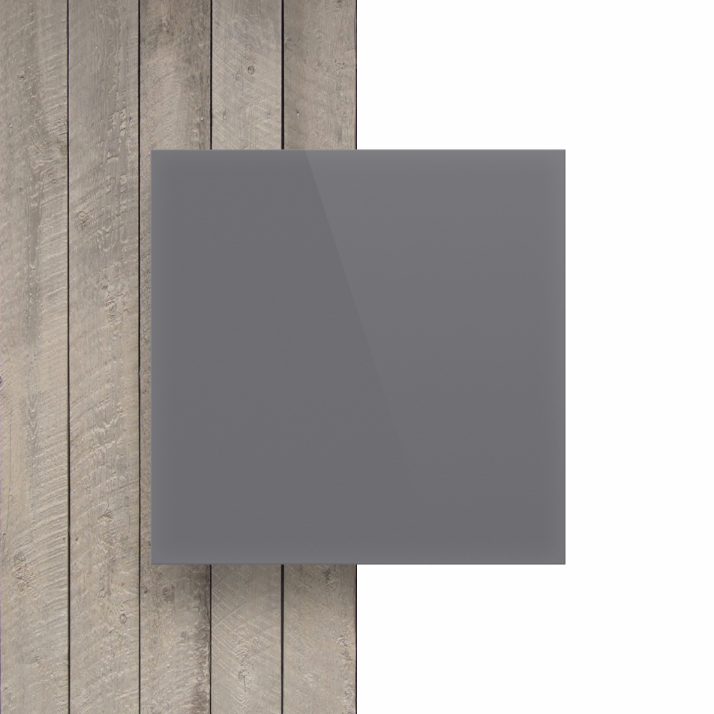 Devant plaque de lettres gris brillant